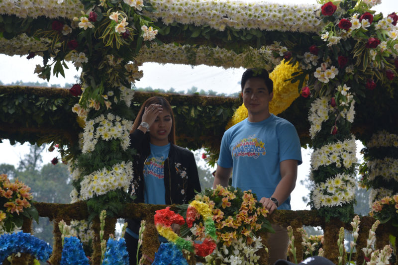 "ALDUB. The Eat Bulaga ""Kalyeserye"" tandem of Alden (Alden Richards) and Yaya Dub (Maine Mendoza rode the GMA float. Photo by ROSALIA T. SEE."