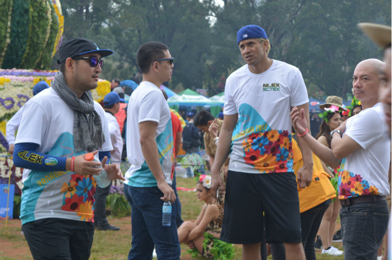ROAD WARRIORS. Big Man Asi Taulava and Coach Yeng Guiao ushered the winning NLEX float. Photo by ROSALIA T. SEE.