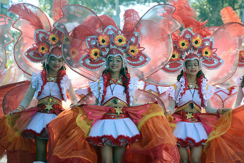 School children from the province of Benguet shows their fresh flowers as their props during the 22nd edition of the Baguio Flower Festival or the Panagbenga 2017 Grand Street Dancing in Baguio City over the weekend. RMC PIA-CAR