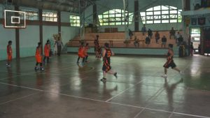 "PULL UP ""J"". Shooting jumpers while on a break are among the factors that allowed Barangay Betag to rout Barangay Poblacion, 93-66, last February 12, 2017 at the La Trinidad Municipal Gym, to set-up the only semis rubber match for the of the La Trinidad Mayor's Cup. Betag completed the upset of second seed Poblacion, 88-79, last February 18 to advance to the finals of the 35-Up Bracket but fell to a hot Puguis Team. (February 19, 2017) Photo by ARMANDO M. BOLISLIS."