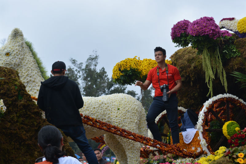 Jericho Roasales looks in his valentine themed shirt atop the M. Lhuilier float. Photo by ROSALIA T. SEE.