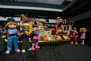 The musical themed floral float of Jollibee during the 22nd edition of the Baguio Flower Festival Grand Float Parade in Baguio City over the weekend. RMC PIA-CAR