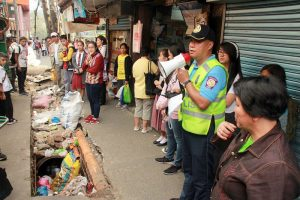 OPLAN TAMBULI - Precinct 1 Commander PSInsp Romeo Galpo calls the attention of jeepney drivers, business owners , passersby and passengers along 1st Kayang Street reminding them on maintaining cleanliness by observing local ordinances specially the anti-spitting, anti-littering and anti-smoking. (March 19, 2017) BONG CAYABYAB.