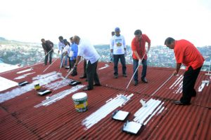 Baguio City officials led by Mayor Mauricio Domogan and Congressman Mark Go led the ceremonial painting of houses as part of the Project Puraw of the Department of Tourism-Cordillera which aims to help in the problem of climate change and at the same time beautify the barangay in Middle Quirino Hill Barangay. RMC PIA-CAR