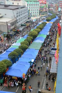 PEDESTRIAN SESSION ROAD. Thousands of individuals fill the main street of the city as it was closed to vehicular traffic for the Session Road in Bloom which was a highlight of the annual Panagbenga festivities. Photo by: RMC PIA-CAR.