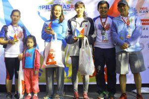 PODIUM FINISHERS. Female winners of the RF Pilipinas Run, Baguio Leg 16k distance pose with their hardware and gifts. (From left to right) Nelisa Tanaza Badongen (3rd placer), Marissa Cayowet (2nd placer), Cristabel Martes (Champion), Floyd John Gerton (3rd placer), Philipp Pacle, Race Director, Jones Campos, Jones PR-CEO. (April 18, 2017) Photo courtesy of PHILIPP PACLE.