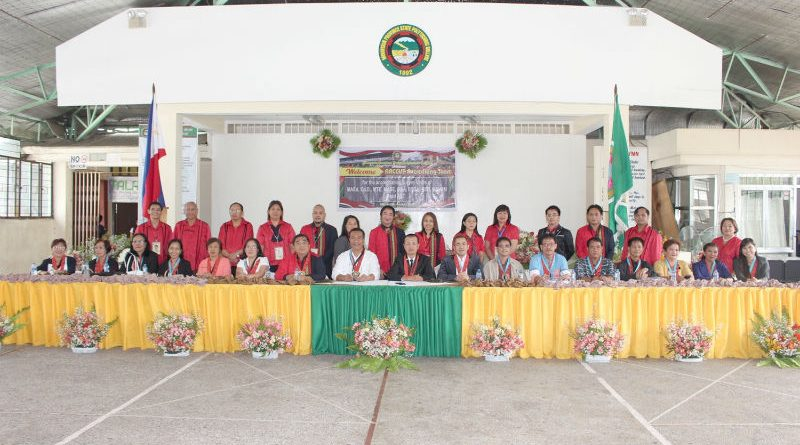 MPSPC COURSE ACCREDITATION - The Accrediting Agency of Chartered Colleges and Universities of the Philippines (AACCUP), Inc. accrediting team and Mountain Province Polytechnic College (MPSPC) taskforce take time to pose after the opening program of the AACCUP Accreditation Visit held at College Auditorium recently. (April 30, 2017) MPSPC photo