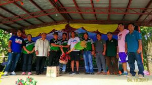 Officials of Barangay Bineng and the Municipality of La Trinidad show appreciation to Arayi.