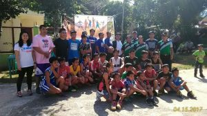SOUVENIR: The participants and offials of Barangay Bineng pose for a shot with Arayi and her Jr. NBA team during the Jr. NBA Basketball Clinic at Bineng, La Trinidad, Benguet last April 15, 2017. (April 23, 2017) ARMANDO M. BOLISLIS.