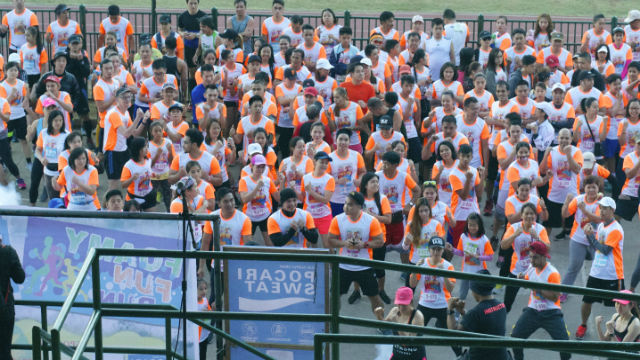 Approximately four hundred people from different ages and background got to experience the First Foamy Fun Run in Baguio City. (May 1, 2017) Contributed photo.
