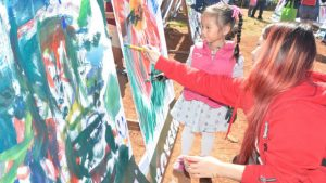 FAMILY BONDING. Mother and daughter having a bonding time - painting together during the Let A Thousand Flowers Bloom, an activity on the Handog ng Panagbenga Sa Pamilya Baguio last February 12 at Melvin Jones Football Ground. The finished art paintings during the event will be included in the Grand Street Dancing parade entourage. (February 19, 2017) Lito Dar - PIA CAR